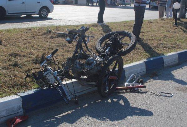 18 yaşındaki motosikletliye otomobil çarptı